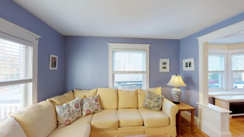 QQEafuKmdgM - Living Room